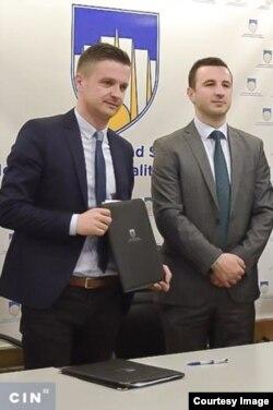 Načelnik Novog Grada Semir Efendić je imenovao Nezira Hadžića za savjetnika čim je on izgubio posao u javnom preduzeću. (Foto: Općina Novi Grad)