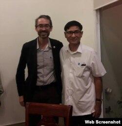 Tham tán chính trị Đại sứ quán Hoa Kỳ Noah Zaring và Mục sư Nguyễn Hồng Quang. Photo Facebook Nguyễn Hồng Quang.