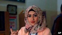 一名伊拉克婦女在巴格達投票