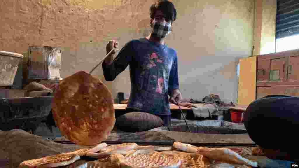 وادی میں تندوروں سے نان خریدنے کی روایت برسوں پرانی ہے لیکن پچھلے دو ماہ سے تمام تندور بند تھے۔ احتیاطی تدابیر کے طور پر لوگ خود ہی تندوروں سے روٹیاں نہیں خرید رہے تھے۔