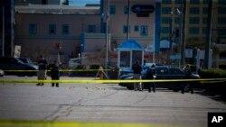 Policija u Virdžinija Biču vrši uviđaj na mestu dve fatalne pucnjave uz šetalište.