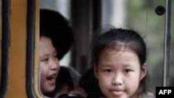 Thanh niên gốc Việt ở Mỹ giúp đỡ trẻ khiếm thị VN