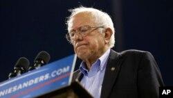 Líderes demócratas se preguntan si llegó el momento que Sanders y sus seguidores se unan a las filas de Hillary Clinton.