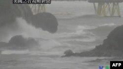 Yaponiyada tayfun azı 20 adamı öldürüb