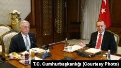 جیم متیس وزیر دفاع آمریکا با رجب طیب اردوغان رئیس جمهوری ترکیه دیدار کرد.