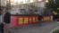 """北京街头标语:""""喜迎十九大创造新辉煌""""。(美国之音艾伦拍摄)"""