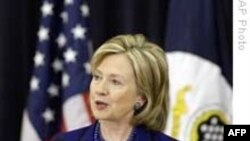 Ngoại trưởng Clinton bênh vực các nỗ lực cứu trợ của Mỹ tại Haiti