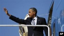 최근 미국 라스베가스에서 열린 유세에 참석하기 위해 전용기에 오르는 바락 오바마 미국 대통령. (자료사진)