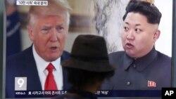 ARHIVA - Američki i severnokorejski predsednici, Donald Tramp i Kim Džong Un na južnokorejskim vestima, Seul 10. avgusta 2017.
