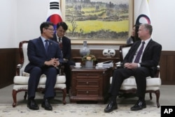 U.S. Special Representative for North Korea Stephen Biegun, right, talks with South Korean Unification Minister Kim Yeon Chul during a meeting at the government complex in Seoul, May 10, 2019.