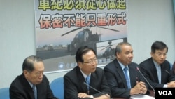 台湾执政党国民党立法院党团就阿帕契事件召开记者会(美国之音张永泰拍摄 )