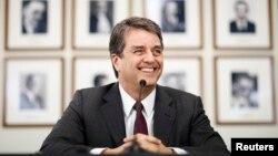 세계무역기구(WTO) 신임 사무총장으로 임명된 아제베도 브라질 대사가 8일 제네바 본부에서 기자회견을 가졌다.