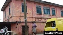 Fachada de la falsa Embajada de EE.UU. en Accra, Ghana. Foto cortesía Departamento de Estado.