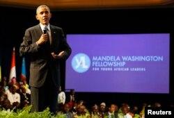 Rais Barack Obama akizungumza na vijana wanaohudhuria mkutano wa Viongozi Vijana wa Afrika - Yali, mjini Washington.