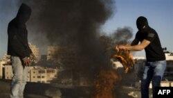 Maskirani palestinski omladinci sukobili se sa policijom tokom demonstracija u Istočnom Jerusalimu. 30. novembar 2010.