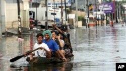 暴雨也導致雅家達洪水氾濫