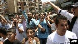 Dân Syria sống ở Lebanon xuống đường bày tỏ tình đoàn kết với những người biểu tình phản đối chính phủ ở Syria