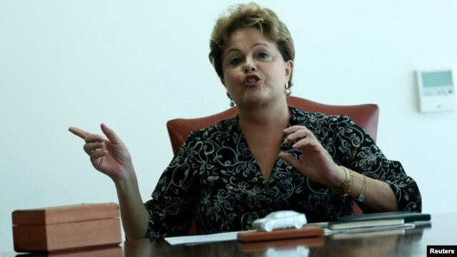Brazil's President Dilma Rousseff gestures during a meeting at the Planalto Palace in Brasilia, Sept. 17, 2013.