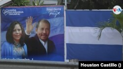 Una valla propagandista en Managua muestra al presidente Daniel Ortega y su esposa Rosario Murillo. Foto Houston Castillo, VOA.