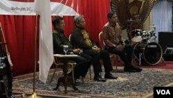 Wapres Jusuf Kalla (kiri) dalam acara pertemuan dengan Diaspora Indonesia di Washington DC, Sabtu (2/4) malam.