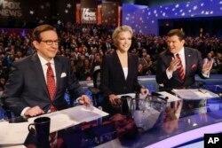 Những người điều khiển chương trình của đài truyền hình FOX (từ trái sang): Chris Wallace, Megyn Kelly và Bret Baier trong cuộc tranh luận của các ứng cử viên đảng Cộng Hòa tại Des Moines, bang Iowa, ngày 28/1/2016.