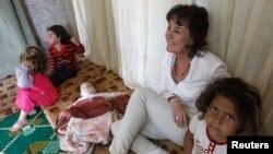 خانم کیلی لهگهڵ پهنابهرانی سوریاییدا