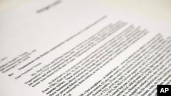 """特朗普的稅表一直是眾矢之的。這是律師事務所Morgan,Lewis&Bockius LLP寫給特朗普總統的信的副本,2017年5月12日在華盛頓出現。特朗普總統的律師在信中說,對他過去十年稅表的審查沒有反映""""來自俄羅斯的任何收入"""",但有一些例外。 (美聯社資料照)"""