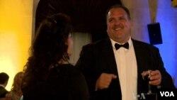 Tak perlu dekat dengan partai politik untuk menikmati pesta-pesta inaugurasi presiden. (VOA)
