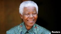 2005年9月22日曼德拉在南非約翰內斯堡曼德拉住所的拍照。