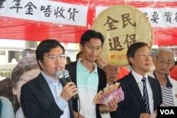 2018年10月10日,香港民主党议员抗议林郑月娥施政报告 (美国之音记者申华拍摄)