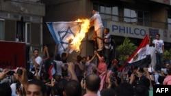 В Египте бесчинствующая толпа ворвалась в посольство Израиля