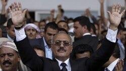 صالح پیشنهاد انتقال قدرت را بررسی می کند