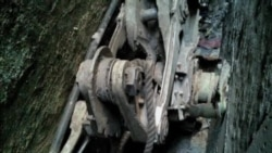 紐約市小巷中發現了911的飛機殘片