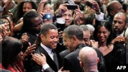 Tổng thống Hoa Kỳ Barack Obama chào đón diễn viên điện ảnh tại buổi tiệc trao giải thường niên của Nhóm Dân biểu Black Caucus ở Washington, ngày 24/9/2011