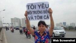 Bà Cấn Thị Thêu được nhiều người biết đến là một nhà hoạt động vì các quyền đất đai và môi trường.