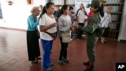 Con la presencia de una misión observadora la comunidad internacional considera que se garantizaría la transparencia en las próximas elecciones en Venezuela.