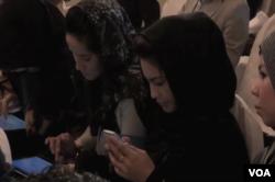 خواتین میں سوشل میڈیا کا استعمال بڑھ رہا ہے