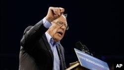 برنی سندرز سناتور ایالت ورمونت و داوطلب نامزدی حزب دموکرات برای انتخابات ریاست جمهوری آینده آمریکا