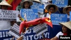 Trước đây, người dân hai nước cũng đã nhiều lần cùng nhau sát cánh phản đối các hành động tuyên bố chủ quyền của Bắc Kinh ở biển Đông.