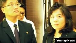 지난달 27일 중국 다롄에서 열린 동북아협력대화에 참석한 최선희 북한 외무성 미국국 부국장(오른쪽).