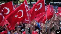 Pro-government demonstrators wave Turkish flags as they protest against the attempted coup in Istanbul, Turkey, July 19, 2016. The Turkish government accelerated its crackdown on alleged plotters of the failed coup against President Recep Tayyip Erdogan.
