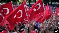 ناکام فوجی بغاوت کے خلاف استپبول میں عوام کا مظاہرہ۔ 19 جولائی 2016