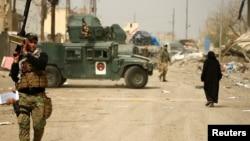 伊拉克部队向摩苏尔西部纵深挺进,夺取被伊斯兰国组织极端分子占据的阵地(2017年3月11日)。
