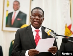 Zimbabwean President Emmerson Mnangagwa officiates at the swearing in ceremony for his cabinet at State House in Harare, Dec. 4, 2017.