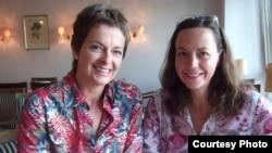 Gaby Weber (left) and Claudia Bauder, members of the German-American Women's Club of Stuttgart, August 16, 2012 (VOA/Henry Ridgwell)