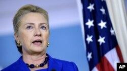 Ngoại trưởng Mỹ Hillary Clinton trả lời phóng viên trong 1 cuộc họp báo tại Bộ Ngoại giao ở Washington, 24/10/2012