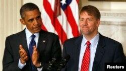 TT Barack Obama và tân Giám đốc Cơ quan Bảo vệ Tài chánh cho Khách hàng Richard Cordray tại Tòa Bạch Ốc, ngày 17/7/2013.