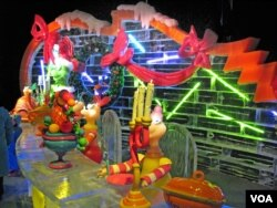 A display of How the Grinch Stole Christmas at the Gaylord's 2010 ICE! show (Creative commons photo: Beechwood Photography)