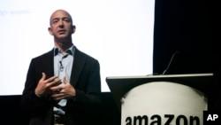 Le PDG d'Amazon Jeff Bezos lors d'une conférence le 25 mai 2010.