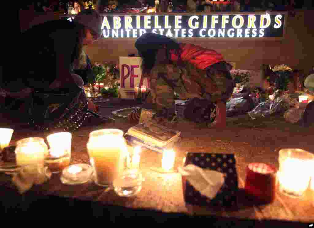 Well-wishers gather outside the offices of Rep. Giffords during a candlelight vigil in Tucson, Ariz., Saturday, Jan. 8, 2011. (AP)